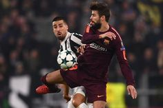 Barcelona's Spanish defender Gerard Pique fights for the ball with Juventus' midfielder from Germany Sami Khedira (L) during the UEFA Champions League Group D football match Juventus Barcelona on November 22, 2017 at the Juventus stadium in Turin.  / AFP PHOTO / Marco BERTORELLO