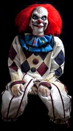 I's a creepy puppet clown from dead silence. Halloween Clown, Gruseliger Clown, Clown Horror, Creepy Clown, Arte Horror, Creepy Dolls, Spirit Halloween, Creepy Photos, Scary Movies