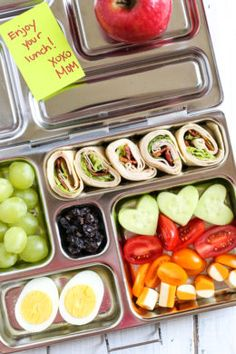 Kids Meals Bento Box Turkey Club Roll Ups - Your kids will love these Turkey Club Roll Ups packed in their bento style lunchbox! It's back-to-school season, which means getting back into routines, especially for meals. Lunch Meal Prep, Healthy Meal Prep, Healthy Foods To Eat, Healthy Snacks, Healthy Eating, Healthy Lunches For Kids, Lunch Snacks, Kids Meals, Bento Lunchbox