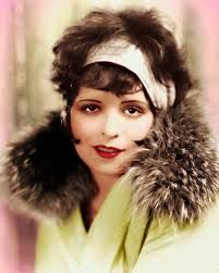 CLARA BOW - FAMOUS FLAPPER Born on July 1905 in Brooklyn, New York, Clara Bow is the queen of silent film and one of the most popular Hollywood movie actresses ever. She was one of the most famous flapper in The compact look. Old Hollywood, Hollywood Glamour, Hollywood Stars, Classic Hollywood, Hollywood Party, Hollywood Actresses, Silent Film Stars, Movie Stars, Divas