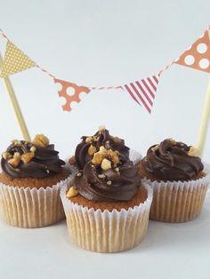 Cupcakes juninos de pé-de-moleque com chocolate da Beecakes. (Peanuts and chocolate cupcakes)