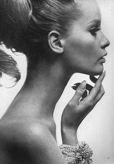 1960s model Celia Hammond wearing a beautiful pearl bracelet in a beauty photo from July 1963 Vogue.