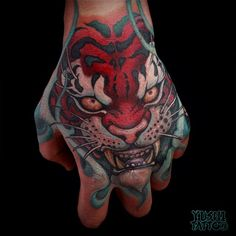 Tiger hand tattoo by Yushi. Tattoo Life, Guru Tattoo, Japanese Hand Tattoos, Japanese Tattoo Designs, Sick Tattoo, Tiger Tattoo, Body Art Tattoos, Sleeve Tattoos, Cool Tattoos