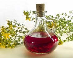 Do you know how to cure yourself with wine? Here is how to make medicinal wines. Healing Herbs, Medicinal Herbs, Health And Beauty Tips, Health And Wellness, Home Remedies, Natural Remedies, How To Treat Depression, Homemade Body Care, Homemade Beauty