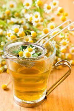 Get healthy with these homemade detox tea! Healthy Detox, Healthy Drinks, Healthy Snacks, Healthy Recipes, Natural Fertility, Chamomile Tea, Detox Tea, Body Detox, Detox Recipes
