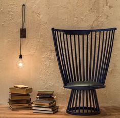 A poltrona Fan, do designer inglês Tom Dixon, ganhou lugar de destaque no ambiente de 68 m² de Bruno Carvalho e Camila Avelar