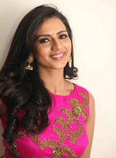 Sruthi Hariharan is a popular film actress in the showbiz industry of India who used to work as a background dancer in the film. Beautiful Girl In India, Beautiful Girl Image, Beautiful People, Beauty Full Girl, Cute Beauty, Beauty Women, South Indian Actress Hot, Beautiful Indian Actress, Indian Beauty Saree