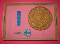 Vita pratica Montessori: tagliare sulle linee Montessori, Practical Life, Activities For Kids, Outdoor Blanket, Children Activities, Real Life, Kid Activities, Petite Section, Kid Crafts