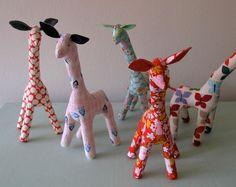 Great for giraffe lovers! Zoo Giraffe, Pink Giraffe, Cute Giraffe, Elephants, Sewing Projects, Craft Projects, Craft Ideas, Giraffe Pictures, Baby Sewing