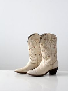 50f0b21fa2c2 vintage western boots   women s Wrangler cowboy by 86Vintage86