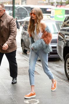 Gigi Hadid Street Style & More Details Look Fashion, Fashion Models, Winter Fashion, Fashion Outfits, Fashion Trends, Hippie Fashion, Net Fashion, Fashion Guide, Fashion Clothes