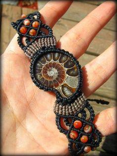 画像14: マダガスカル産アンモナイト化石&サードオニキスのマクラメ編みブレスレット*グラウンディング