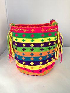 Large MultiColored Wayuu Mochila DT334 van TheBuenaOnda op Etsy