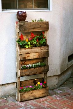 Step by Step Instructions for Vertical Pallet Garden~Get great deals on wooden pallets for all your DIY pallet projects at www.nbfeed.com!