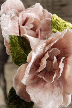 Цветы из винтажных вельветовых и бархатных лент