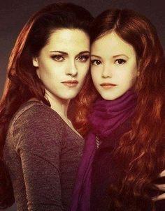 Bella & Renesmee/ Kristen Stewart and Mackenzie Foy both literally look like each other! Twilight Renesmee, Twilight Quotes, Twilight Saga Series, Twilight New Moon, Twilight Pictures, Twilight Series, Twilight Movie, Kristen Stewart, Bella Und Edward