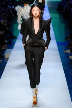 Jean Paul Gaultier Spring 2019 Couture Fashion Show - Vogue Jean Paul Gaultier, Paul Gaultier Spring, Couture Fashion, Runway Fashion, Womens Fashion, 50 Fashion, Fashion Styles, Paris Fashion, Fashion Brands