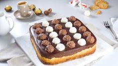 Delicioso cheesecake com Ferrero Rocher e Raffaello Torta Ferrero Rocher, Chocolates Ferrero Rocher, Rocher Torte, Desserts Espagnols, Custard Desserts, Sweet Desserts, Dessert Recipes, Chocolate Cake Mixes, Chocolate Hazelnut