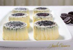Mini cheesecake cu Oreo – reteta video via No Cook Desserts, Sweet Desserts, Delicious Desserts, Oreo Cheesecake Cupcakes, Oreo Cake, Tart Recipes, Sweets Recipes, Mini Cheesecakes, Dessert Drinks