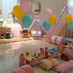 «Um encanto essa decoração para Festa do Pijama! Amei a paleta de cores! ✨ Por: @lacarotefestasafazer  #festadopijama #pijamaparty #festainfantil…»