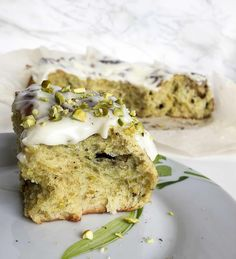 Ooey gooey cinnamon rolls jazzed up with pistachio and chocolate then smothered in delicious cream cheese frosting. Baking Recipes, Dessert Recipes, Pistachio Cream, Brunch, Breakfast Pastries, Sweet Bread, Cinnamon Rolls, Baked Goods, Sweet Recipes