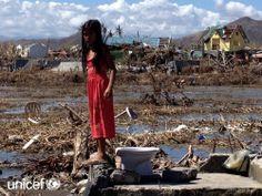 Dieses Mädchen zeigt uns den Platz an dem früher ihr Haus gestanden ist. Dresses, Fashion, Philippines, First Aid, House, Vestidos, Moda, Fashion Styles, Dress