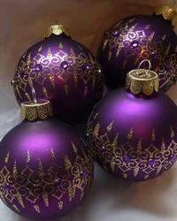 I admit it, I'm fallen in love with purple christmas decoration