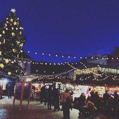 Tip-tap, tip-tap! Ota varaslähtö joulufiilikseen Tallinnan Raatihuoneentorin joulumarkkinoilla, jotka alkavat tänään. Hou hou hou!  #eckeröline #tallinn #christmas #christmasmarket
