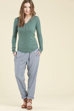 feminine Rippjacke aus Modal kombiniert mit eleganter Tencelhose  #LANIUS #fairfashion #vegan #ecomood