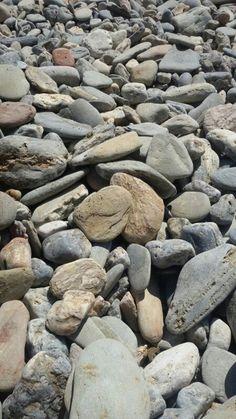 Codols a la platja del Llane Gran a Cadaqués.