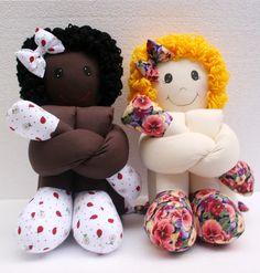 Bonecas de Pano - Moldes e Como Fazer | Artesanato - Cultura Mix Doll Patterns Free, Free Pattern, Craft Shop, Soft Dolls, Doll Crafts, Beautiful Dolls, Sewing Hacks, Baby Dolls, Doll Clothes