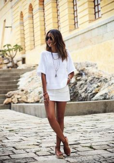 Przedstawiam wam dziś moją wyrocznie stylu w bloggerskim świecie mody. Julie Sarinana amerykanka kryjąca się pod pseudonimem Sincerel...