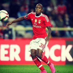 @victorandradeoficial lesionou-se gravemente e está de regresso a Lisboa, para recuperar da lesão. As rápidas melhoras, Victor! 🚑