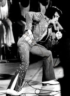 Elvis on stage in Hampton road in april 9  1972. That was the tour when the movie Elvis on tour was filmed.