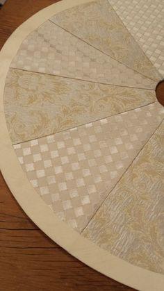 "24"" Mini Tabletop Christmas Tree Skirt: cream gold ivory winter white jacquard damask two toned"