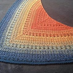 Southern diamonds shawl by elk studios, made in Wolltraum 4ply Sunset