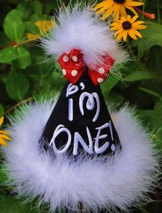 For a childs birthday you could easily make one covering a regular party had with black card stock and use puff paint to do letters. This make shift Minnie Mouse party hat is clever! Minnie Mouse Birthday Theme, Mickey First Birthday, Mickey Party, Minnie Mouse Party, Birthday Fun, First Birthday Parties, Birthday Ideas, Mickey Mouse, Twins 1st Birthdays
