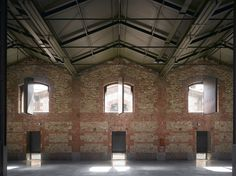 Image 8 of 39 from gallery of Hangar 16 & Iñaqui Carnicero Architecture. Courtesy of Iñaqui Carnicero Spain Architecture Images, Industrial Architecture, Historical Architecture, Sustainable Architecture, Interior Architecture, Urban Industrial, Industrial Living, Industrial Style, Roof Truss Design