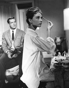 AH as HG applying makeup for sing sing in Breakfast at Tiffany's