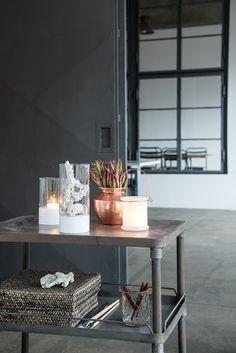 Grijs tonen met Koper Oranje, een stijlvolle combinatie - Flexa 2015   Bekijk tips op http://www.jouwwoonidee.nl/koperen-accessoires/