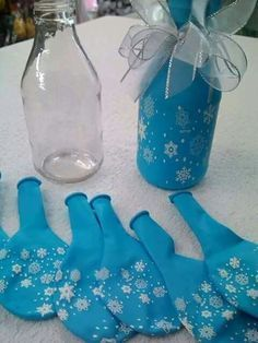 Ideas originales para una celebración infantil. Botellas decoradas con globos.#party #fiesta #diy