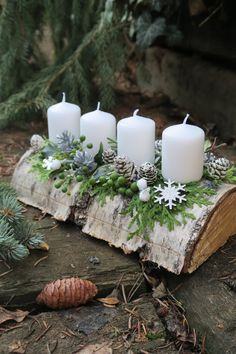 Cheap and Easy Christmas Centerpiece Ideas that you can Make in a Jiff - Hike n Dip Thinking about easy and cheap christmas centerpiece ideas that you can do by yourself? Look here for some of the easiest Christmas centerpiece ideas. Christmas Advent Wreath, Christmas Candle Decorations, Cheap Christmas, Noel Christmas, Rustic Christmas, Simple Christmas, Advent Wreaths, Minimal Christmas, Reindeer Christmas