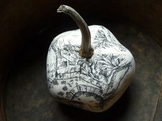 Now that's a gorgeous (toile) pumpkin.