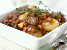 Simple boeuf bourguignon recipe pressure cooker and Fresh Tastes! Food N, Good Food, Food And Drink, Yummy Food, Tasty, Beef Bourguignon, Slow Cooker Recipes, Cooking Recipes, Healthy Recipes