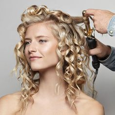 Find out about diy bridal hairstyles Messy Bun Hairstyles, Diy Hairstyles, Wedding Hairstyles, Updo Hairstyle, Diy Wedding Hair, Wedding Beauty, Wedding Ideas, Curly Hair Styles, Natural Hair Styles