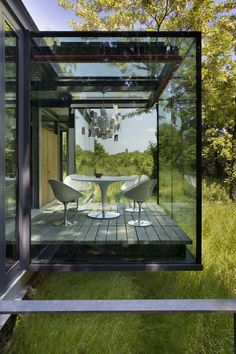 A glass room, minimalism that blurs the boundary between indoor and out...  - VitalBodies