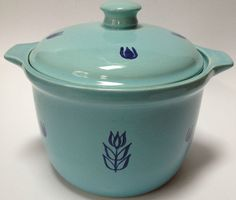 Vintage Cronin Blue Tulip Covered Casserole Bean Pot With Lid Container Pottery… Retro Kitchen Accessories, Blue Tulips, Bean Pot, Kitchenware, Tableware, Vintage Cooking, Pyrex, Ceramic Pottery, Cookware