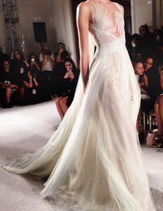 runwayandbeauty: Marchesa Spring New York Fashion Week. Style Couture, Couture Fashion, Fashion Art, Runway Fashion, Pretty Dresses, Beautiful Dresses, Sexy Dresses, Gala Dresses, Wedding Dresses