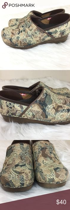 Sanita Embossed Professional Clogs Size 38 Sanita clogs are designed specifically around the foundation of the sole, creating a subtle rocking motion that actually propels you forward while taking pressure off each step. This movement reduces the strain on your lower back and legs, so you can live a lifestyle that allows you to feel good - all the way down to your toes!  Does not follow standard US sizing. See size chart for proper fit.  Good condition. Only wear on the bottom of the soles…
