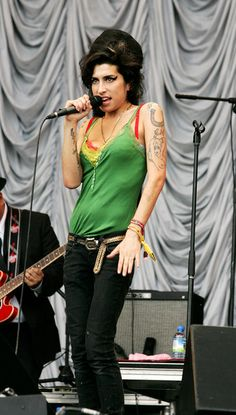 Amy Winehouse Photos - Amy Winehouse performs on the Pyramid Stage on the first day ot the Glastonbury Festival at Worthy Farm, Pilton near Glastonbury, on June 22 2007 in Somerset, England. The Festival, that was started by dairy farmer Michael Eavis in 1970, has grown into the largest music festival in Europe. This year's Festival is the biggest yet and will have headline acts including The Who, The Artic Monkeys, Killers and Muse. - Glastonbury Festival 2007 - Day 1